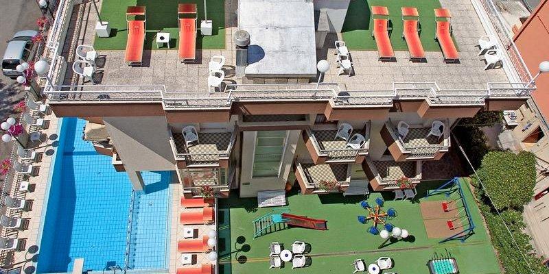 pacchetto pensione completa a rimini in hotel con animazione e piscina