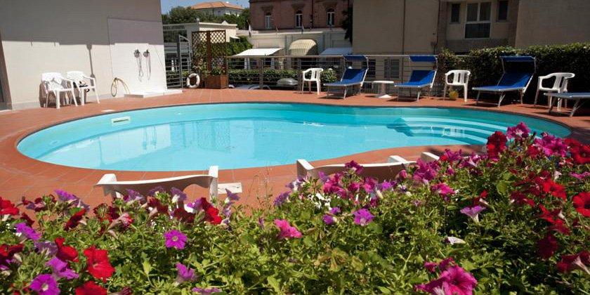 offerta luglio e inizio agosto una settimana in pensione completa a rimini hotel 3 stelle